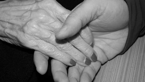 mani-anziane